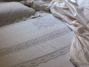 Exceptional wedding bed with embroidred linen