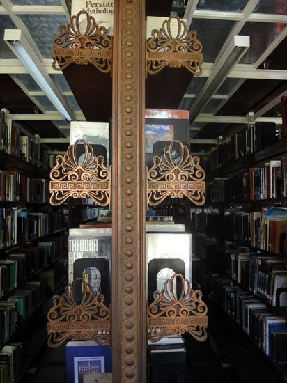 pratt institute  library shelves