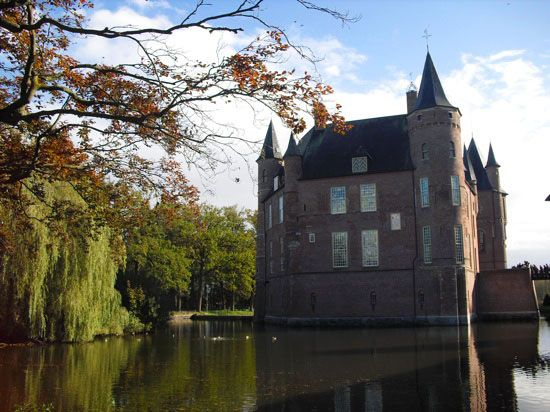 castles in holland: heeswiijk