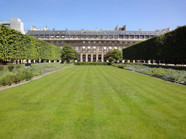 paris: palais royal garden