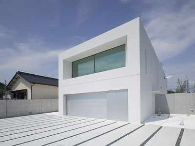 An excellent illustration of minimalism in architecture: Garden and Sea  Week-End House designed by Takao Shiotsuka