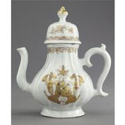 A CHINESE EXPORT ARMORIAL SILVER-SHAPE SMALL COFFEE POT AND COVER