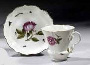 A PAIR OF 18TH CENTURY MEISSEN PORCELAIN SHAPED CUPS AND SAUCERS