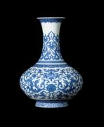 A BLUE AND WHITE 'DRAGON' BOTTLE VASE