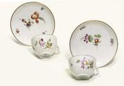 A PAIR OF GOTHA TEACUPS AND SAUCERS