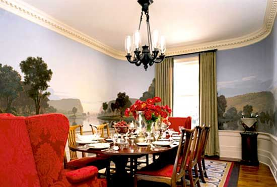 An Inviting Dining Room