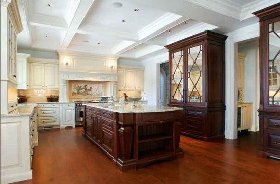 A Luxuriously Ample  Kitchen