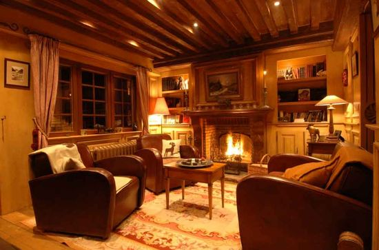 Traditional mountain chalet living room